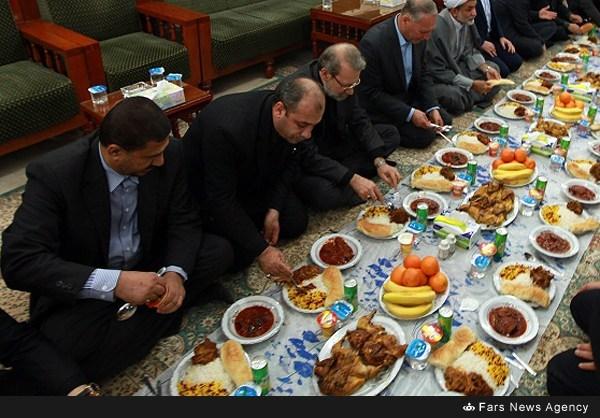 سفره شام علی لاریجانی در عراق +عکس