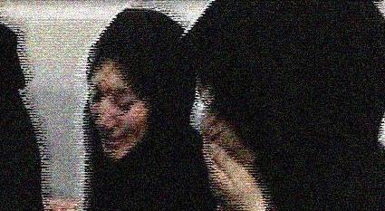 تجاوز به یک زن مقابل چشمان شوهرش+عکس