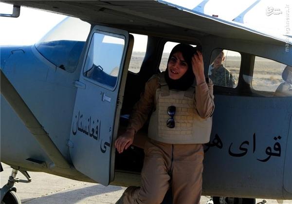 اولین خلبان خانم افغانستان +عکس