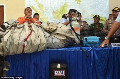 کشف لاشه های هواپیما ناپدید شده مالزی +تصاویر
