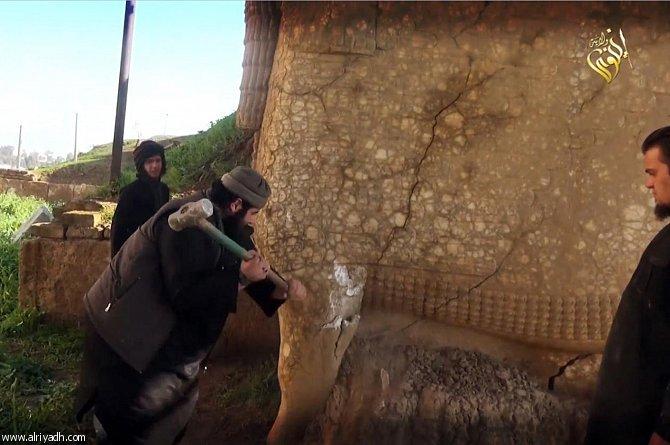حمله داعش به موزه قدیمی موصل +تصاویر