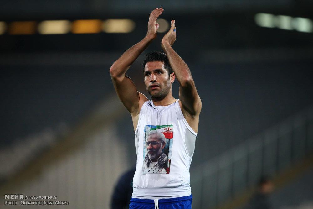 تصویر شهید مدافع حرم بر روی لباس یک فوتبالیست