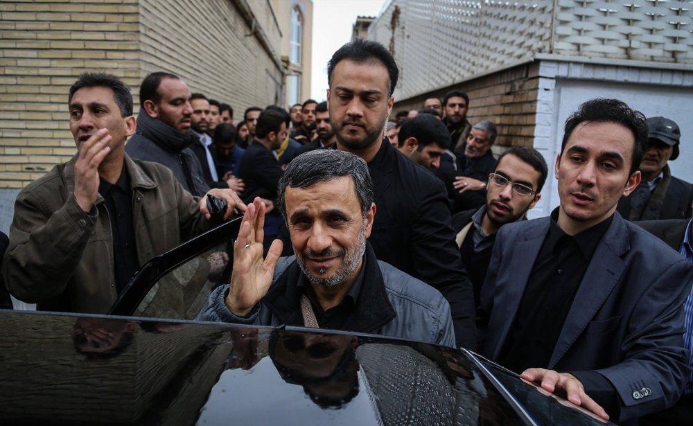 تشییع جنازه مادر احمدی نژاد +تصاویر