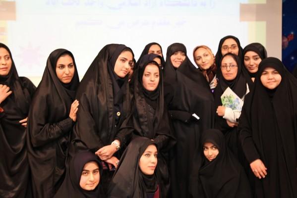 عکس یادگاری الهام چرخنده با 20 دختری که تازه چادری شده اند!