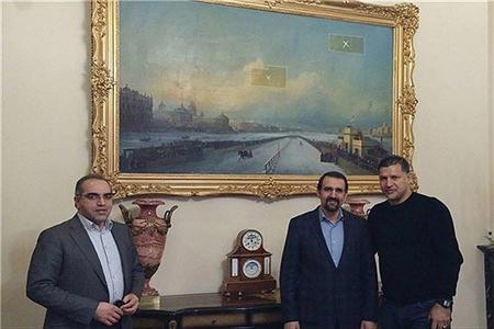 علی دایی مهمان سفارت ایران در مسکو +عکس