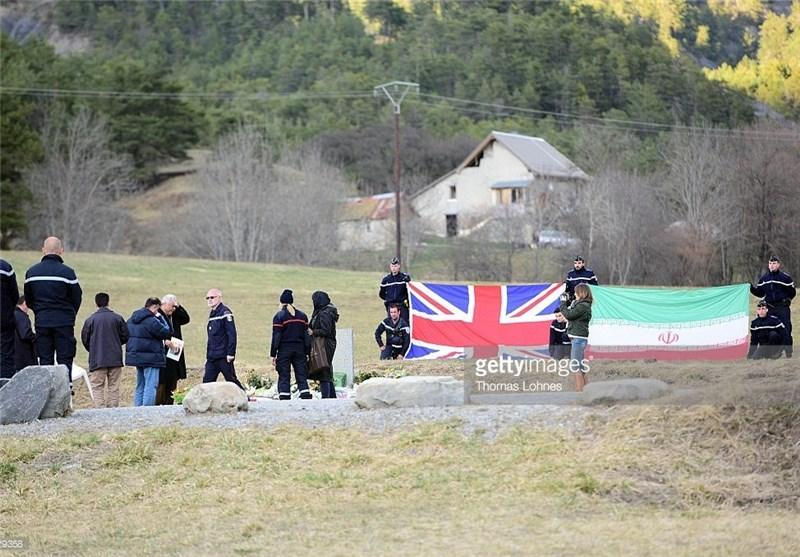 وداع خانواده با خبرنگار کشته شده ایرانی در فرانسه +عکس