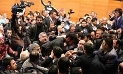 درگیری در حین سخنرانی احمدی نژاد در ترکیه/فیلم