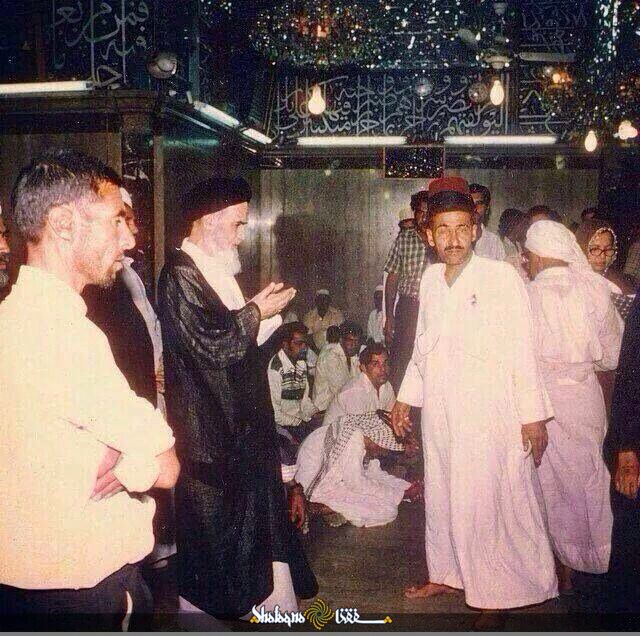 امام خمینی در حرم امام علی +عکس
