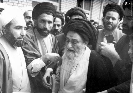 رای مثبت آیت الله مرعشی نجفی به جمهوری اسلامی