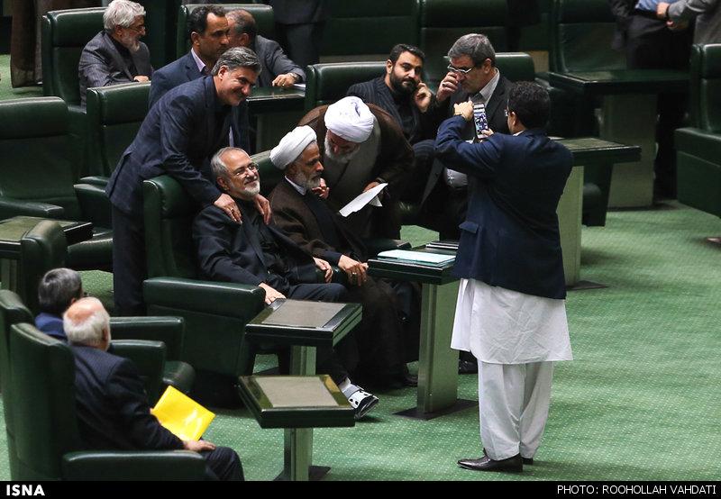 بحث رسایی و ظریف در مجلس + عکس