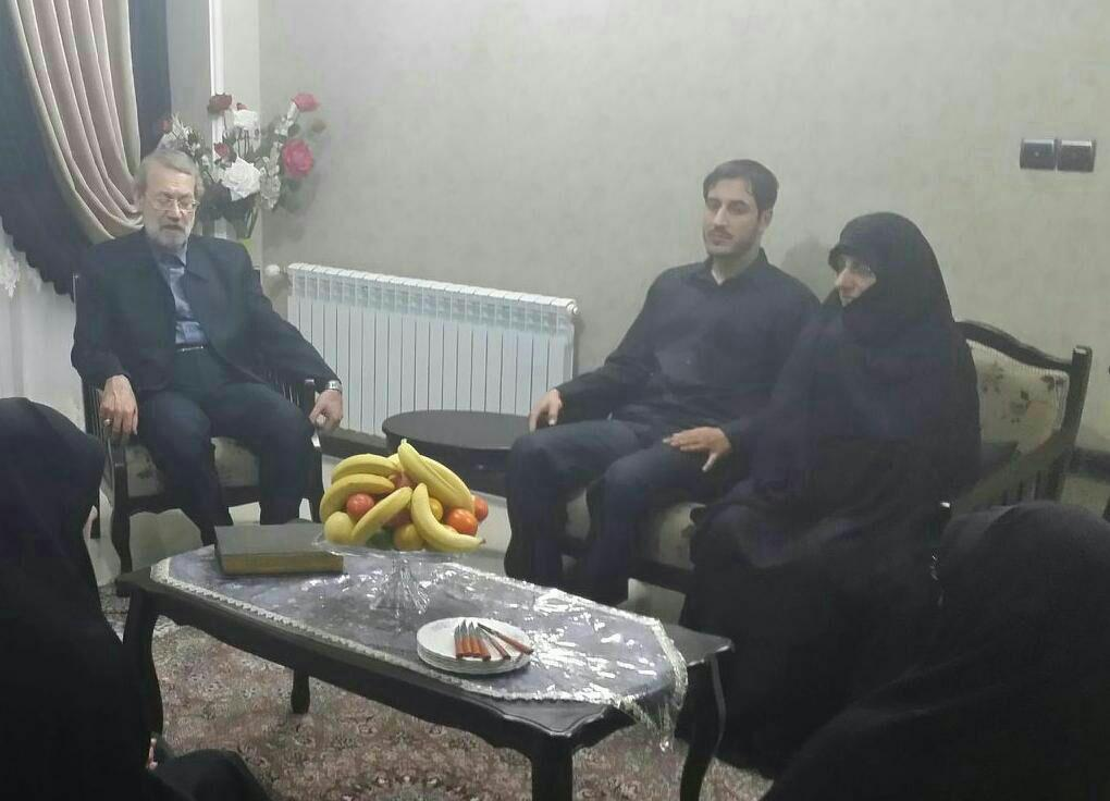 لاریجانی در منزل یکی از قربانیان حادثه منا/عکس