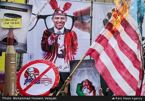 نفوذ KFC در راهپیمایی 13 آبان / عکس