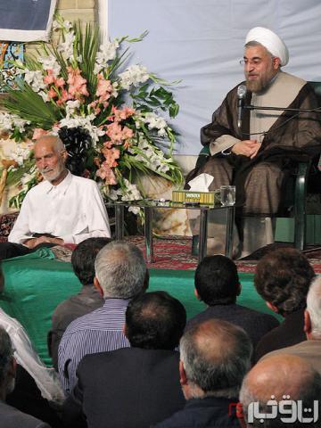 پدر حسن روحانی پای منبر فرزند/عکس