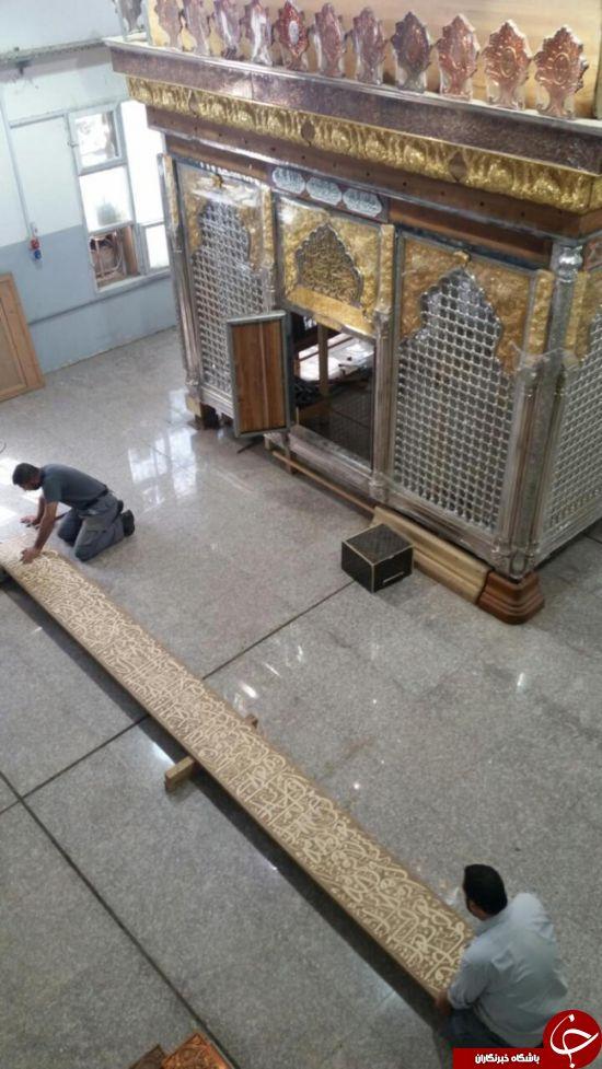 تصاویر ساخت و نصب کتیبه قرآنی داخل ضریح جدید حضرت عباس(ع)