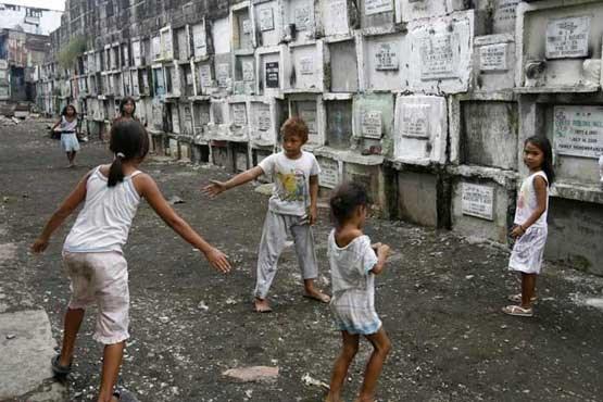 زندگی در قبرستان توسط جمعی از فیلیپینیها! + تصاویر