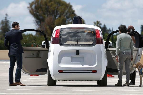 راننده اتومبیل های خودران شرکت گوگل شوید