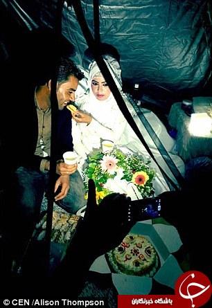 تصاویر دیدنی از جشن عروسی در کمپ پناهندگان سوری