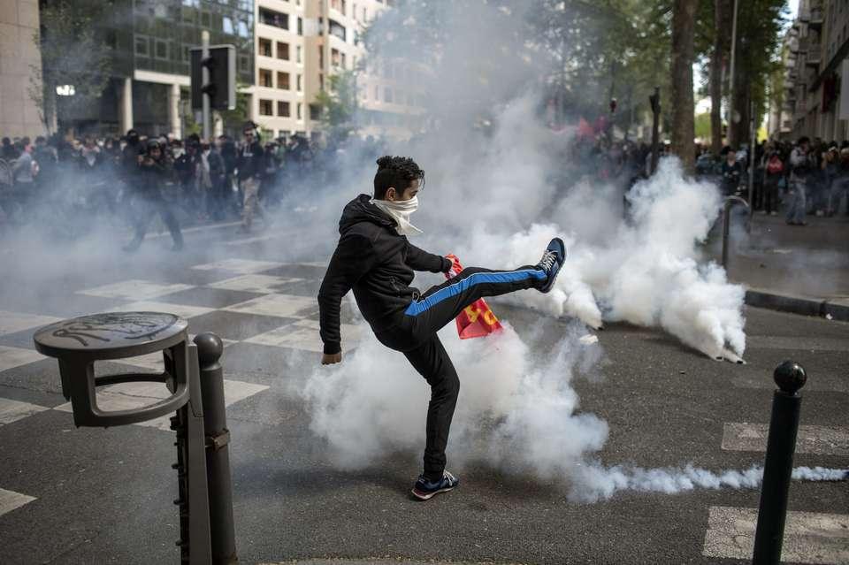 حمله پلیس فرانسه به کارگران در روز جهانی کارگر! + فیلم