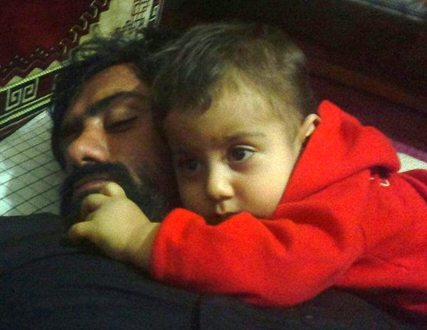پدر شهیدم،داماد مدافع حرمش را در آغوش گرفت/حرف های ناتمام محمدپارسای ۵ ساله با پدر