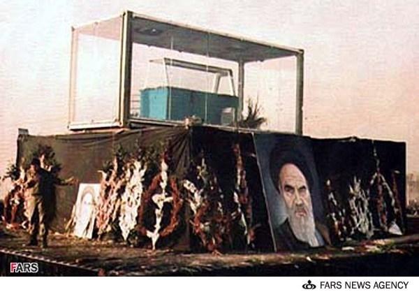ماجرای آماده سازی محفظه شیشهای برای پیکر امام(ره)